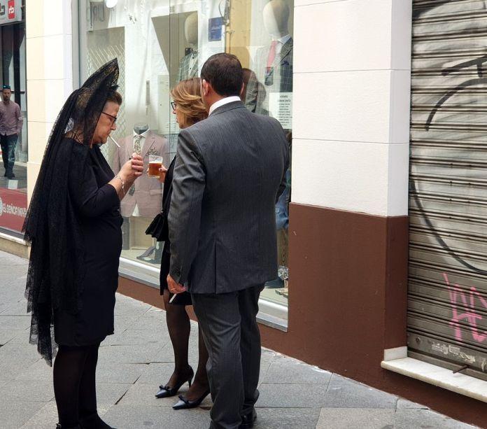 Séville, Semaine Sainte, cigarette