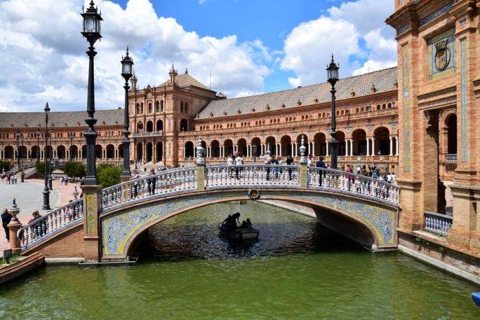 Séville, pont, canal, céramique, placedespagne