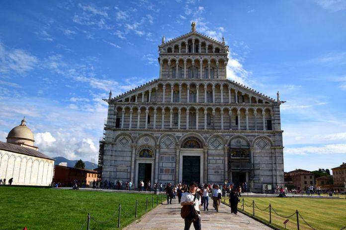 pise cathédrale façade