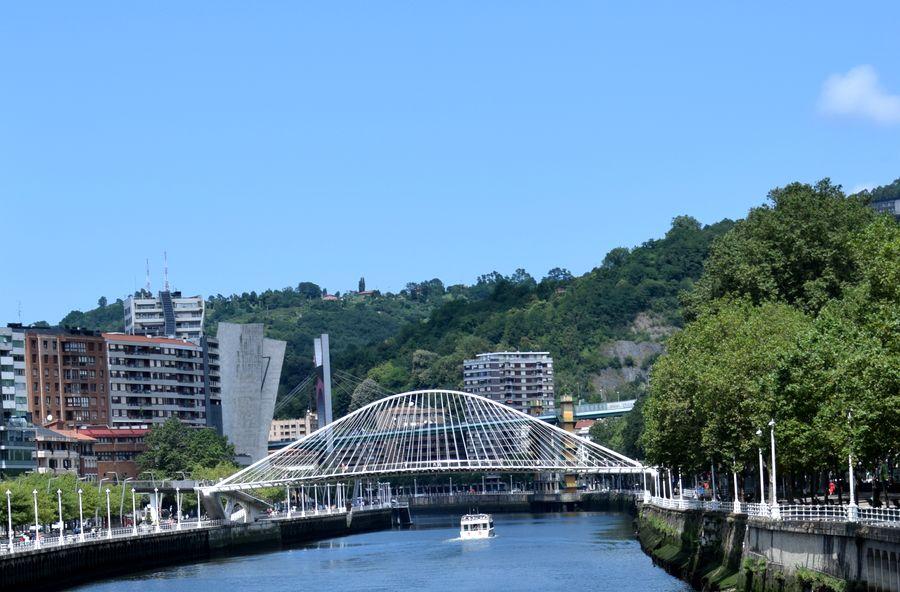 zubizuri pont blanc santiago Calatrava Bilbao